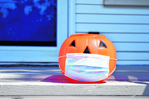 20200926dr Halloween Illo E  AdobeStock