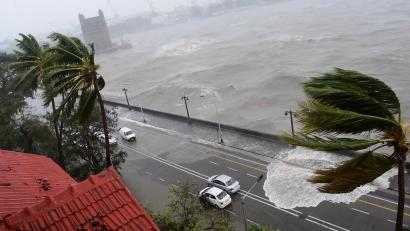 Thousands Evacuate as Cyclone Threatens India