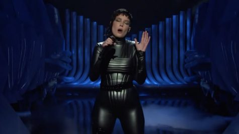 Singer/Songwriter Halsey Brings a Bold Look and Song Choice to Her SNL Performance